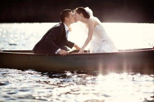 bride-and-groom-on-canoe